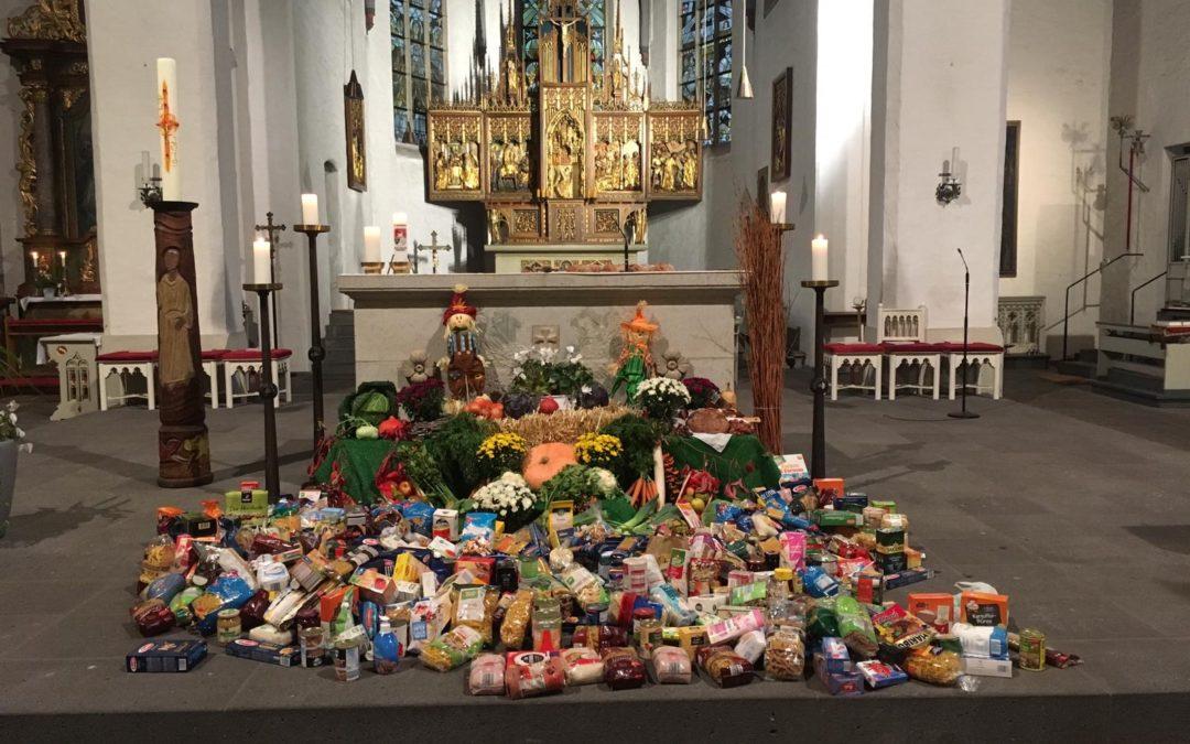 Die Fleher Schule feiert Erntedankfest